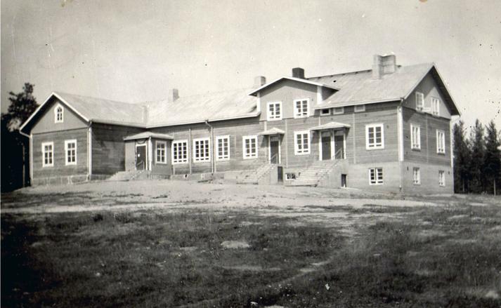 Haapasalmen kansakoulu peruskorjauksen jälkeen vuonna 1936.