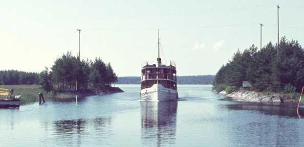 Kivisalmi ennen kanavan jatkamista, levennystä ja sillan rakentamista 1981-1983.